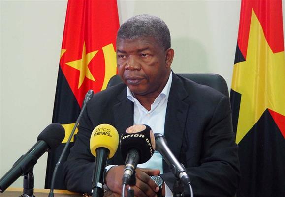 Angola admite deixar de pagar dívida com petróleo