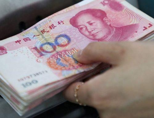 Pequim volta a depreciar a moeda. Dólar em novo máximo desde 2008